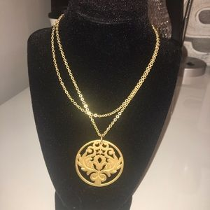 Jewelry - EUC GOLD PLATED DOUBLE STRAND MEDALLION NECKLACE